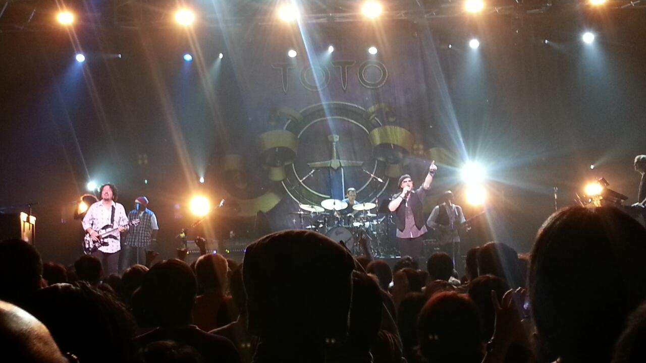 TOTO 35th Anniversary JAPAN TOUR 東京2日目 @ 東京ドームシティホール_b0042308_852233.jpg