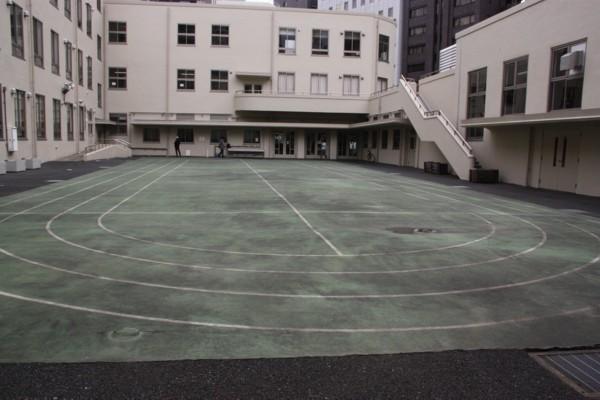 都心では小学校校舎も高層化_f0055131_1139828.jpg