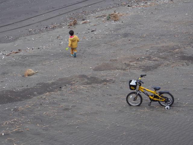 黄色い補助付き自転車_a0257652_7342142.jpg