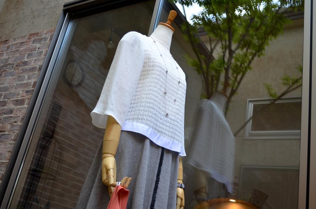 """""""クロップドブラウスにミディ丈サーキュラースカートで。。。""""_d0153941_18554257.jpg"""