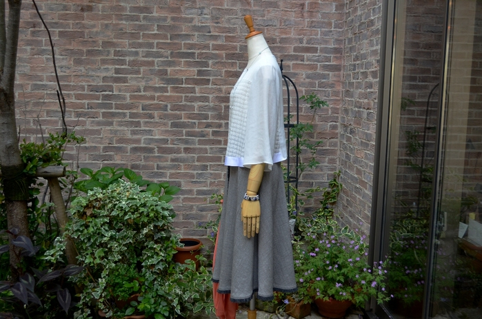 """""""クロップドブラウスにミディ丈サーキュラースカートで。。。""""_d0153941_1856995.jpg"""