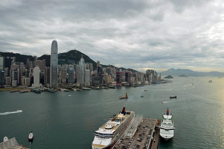 香港チムサーチョイの夜景バーAqua_a0175348_21124178.jpg