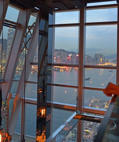 香港チムサーチョイの夜景バーAqua_a0175348_21131284.jpg