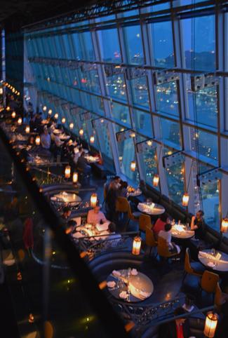 香港チムサーチョイの夜景バーAqua_a0175348_21132791.jpg