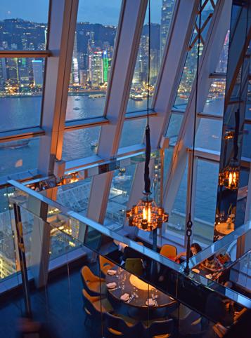 香港チムサーチョイの夜景バーAqua_a0175348_21134037.jpg