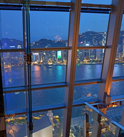 香港チムサーチョイの夜景バーAqua_a0175348_21135065.jpg