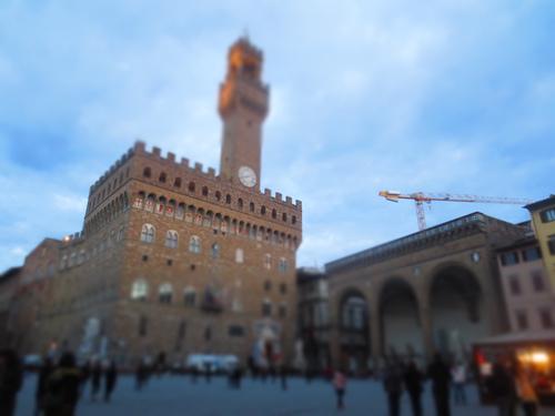 重要歴史的建造物に落書きーーまだ続いている問題@フィレンツェ_c0179785_6561419.jpg