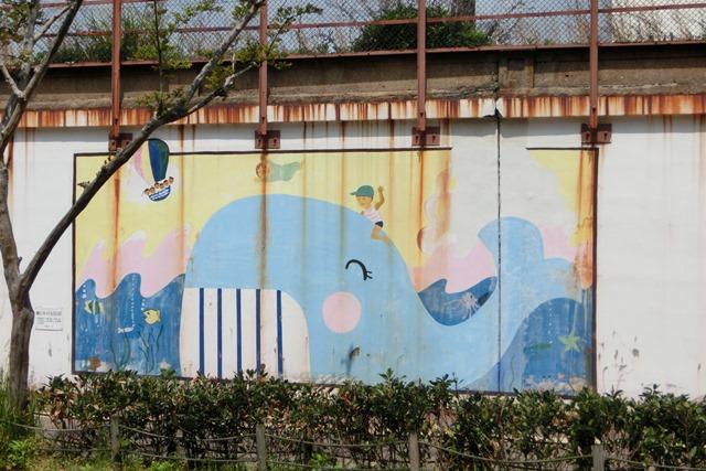 山陽本線鷹取駅の素敵な壁画、壁画甲子園・壁画コンクールの提案、橋下徹市長壁画コンクールの企画を_d0181492_20224097.jpg