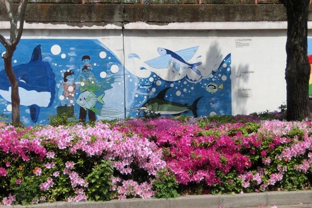 山陽本線鷹取駅の素敵な壁画、壁画甲子園・壁画コンクールの提案、橋下徹市長壁画コンクールの企画を_d0181492_2022582.jpg