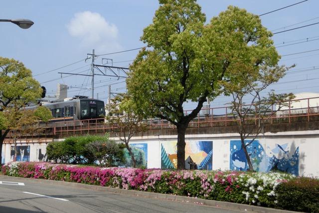 山陽本線鷹取駅の素敵な壁画、壁画甲子園・壁画コンクールの提案、橋下徹市長壁画コンクールの企画を_d0181492_2024328.jpg