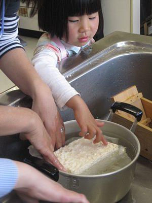 地元大豆で豆腐づくり体験_c0141652_14532757.jpg