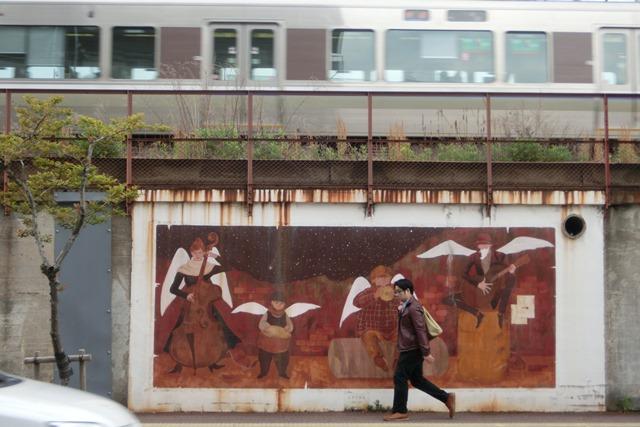 山陽本線鉄道沿線壁画展覧会、素晴らしいです!JR鷹取駅の壁画、山陽本線神戸貨物ターミナルの壁画に注目_d0181492_22142853.jpg