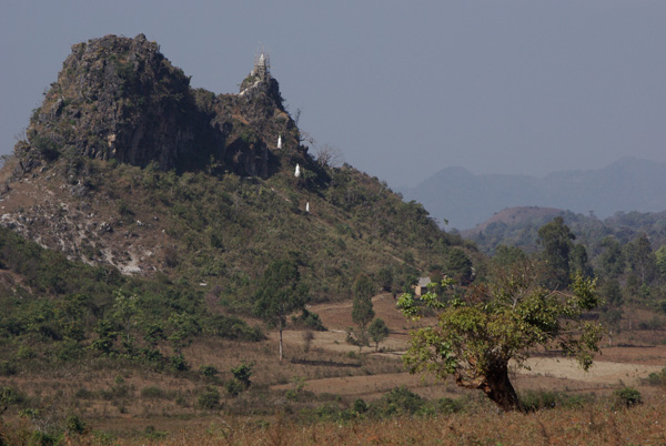 観光化が進む岩山の寺院、昔と今_c0098222_13024007.jpg
