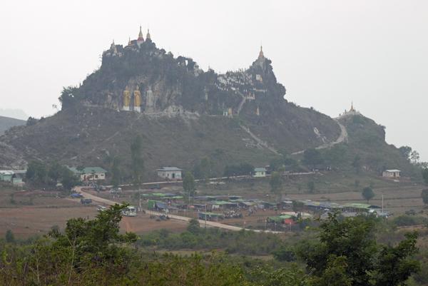 観光化が進む岩山の寺院、昔と今_c0098222_13042444.jpg