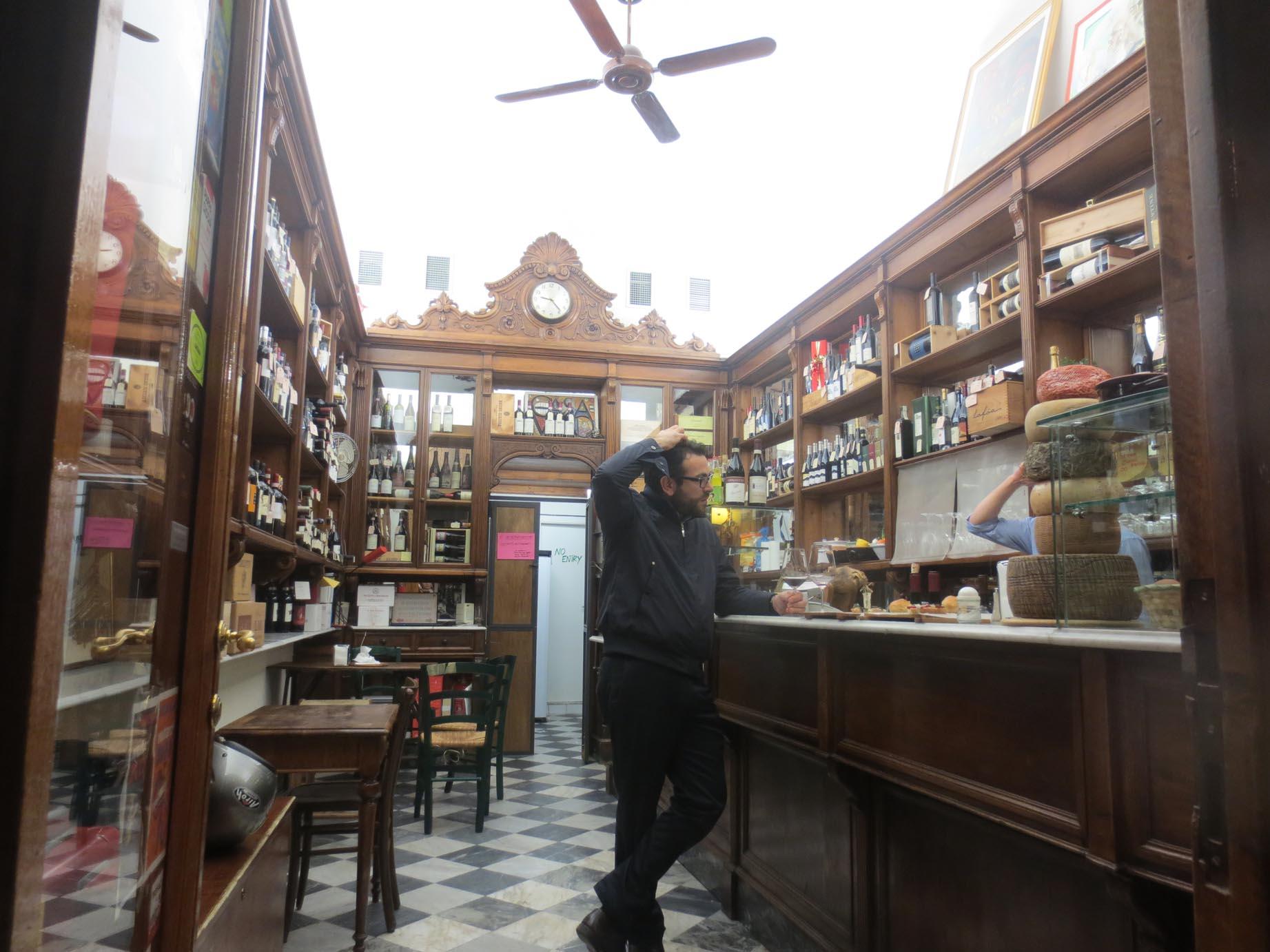 サンロレンツォで美味しいワインとパニーノはここで!!_c0179785_63409.jpg