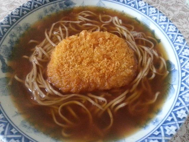 日清どん兵衛 生そば食感 + 西友野菜コロッケ_b0042308_11312024.jpg