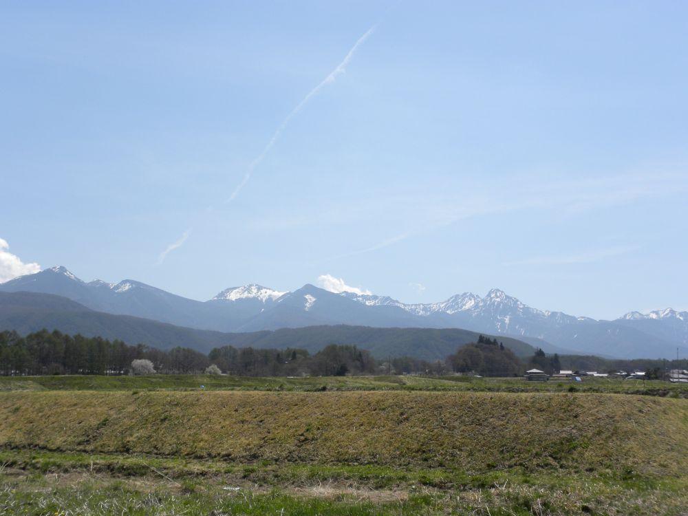 この春は八ヶ岳の残雪が多い・・・。_b0329588_17445127.jpg