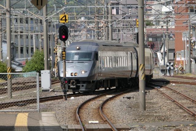 鹿児島中央駅には色とりどりの列車が集合、魅力的観光には鉄道・路面電車は強い武器、鉄道列車の魅力_d0181492_0103390.jpg