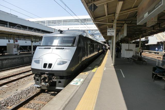 鹿児島中央駅には色とりどりの列車が集合、魅力的観光には鉄道・路面電車は強い武器、鉄道列車の魅力_d0181492_0105156.jpg