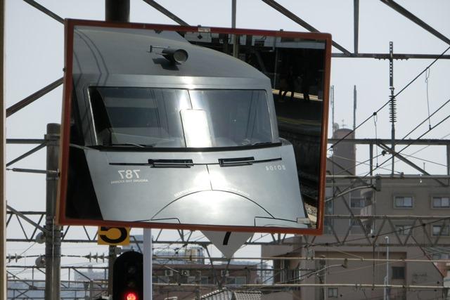鹿児島中央駅には色とりどりの列車が集合、魅力的観光には鉄道・路面電車は強い武器、鉄道列車の魅力_d0181492_011561.jpg