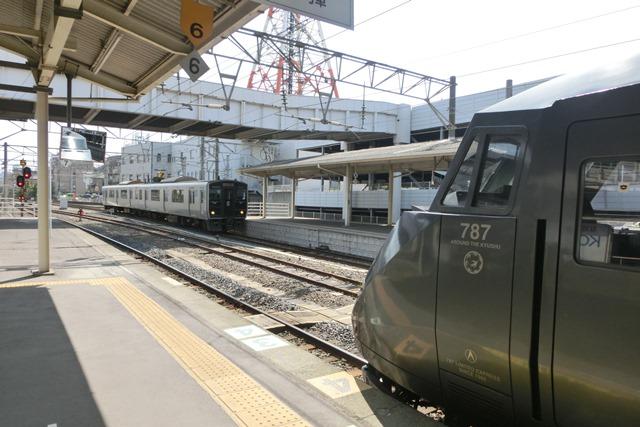 鹿児島中央駅には色とりどりの列車が集合、魅力的観光には鉄道・路面電車は強い武器、鉄道列車の魅力_d0181492_0121842.jpg