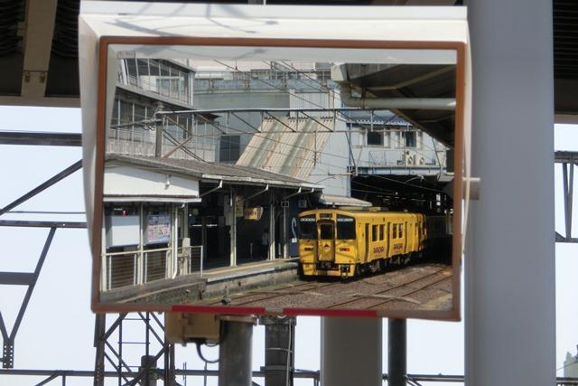 鹿児島中央駅には色とりどりの列車が集合、魅力的観光には鉄道・路面電車は強い武器、鉄道列車の魅力_d0181492_012487.jpg
