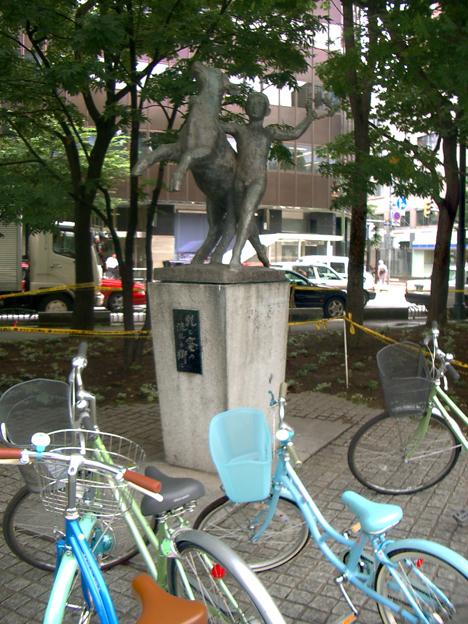 自転車は駐輪場におくように。_f0324421_07434562.jpg