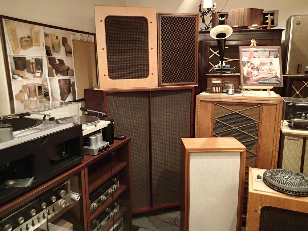 喫茶部の展示品を一部入れ替えました。_b0262449_22273524.jpg