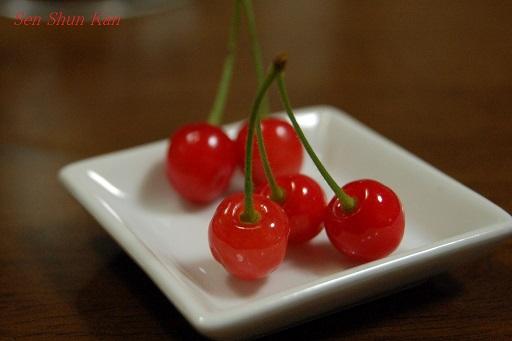 真赤なさくらんぼ(暖地桜桃) 2014年5月5日 _a0164068_1161525.jpg