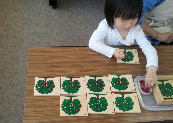 幼稚園クラス【日常生活の練習:お茶のサービス】_a0318871_1145772.jpg