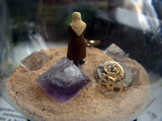 鉱物ジオラマ電球「熱い砂の海」_f0280238_20445926.jpg