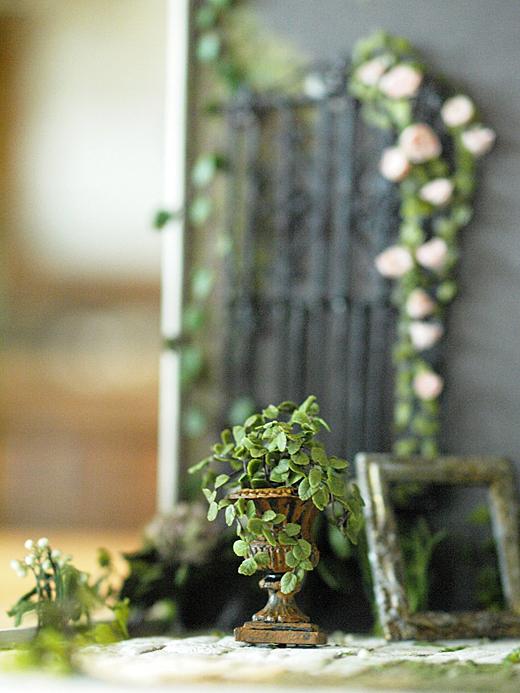 miniature*  アイアンフェンスと薔薇_e0172847_10453917.jpg