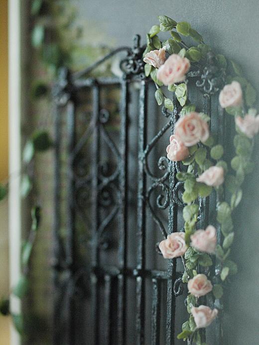 miniature*  アイアンフェンスと薔薇_e0172847_10455025.jpg
