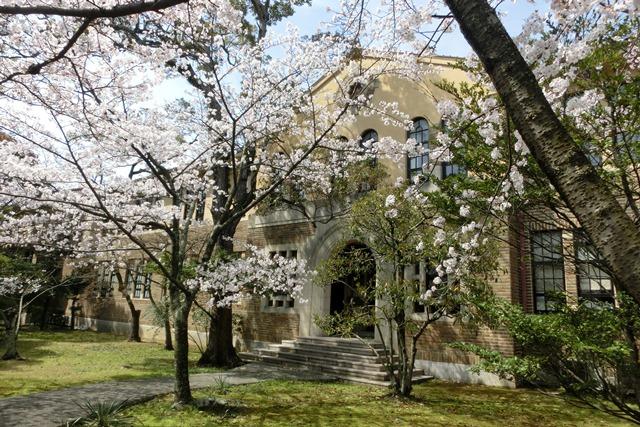 美しい校舎と庭園神戸女学院大学の魅力、大学遺産を観光資源活用、今村岳司市長に期待文化都市大学の利用_d0181492_0325939.jpg