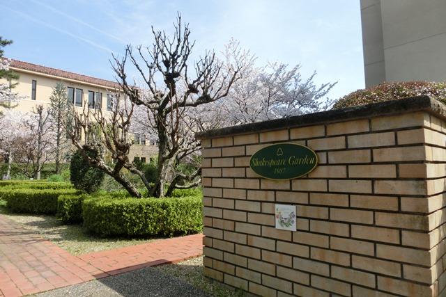 美しい校舎と庭園神戸女学院大学の魅力、大学遺産を観光資源活用、今村岳司市長に期待文化都市大学の利用_d0181492_035368.jpg