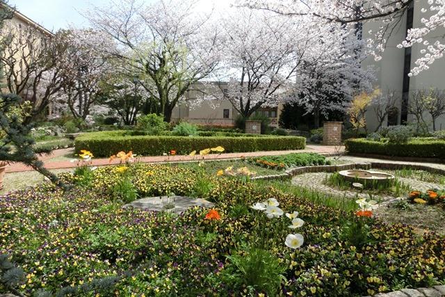 美しい校舎と庭園神戸女学院大学の魅力、大学遺産を観光資源活用、今村岳司市長に期待文化都市大学の利用_d0181492_036719.jpg