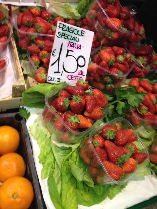 06/05/2014 中央市場、旬の果物が登場_a0136671_0262826.jpg