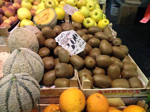 06/05/2014 中央市場、旬の果物が登場_a0136671_034913.jpg
