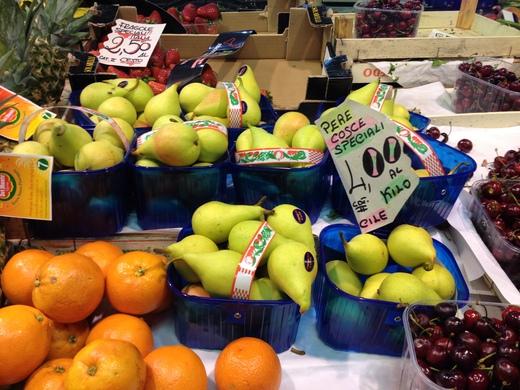 06/05/2014 中央市場、旬の果物が登場_a0136671_0454216.jpg