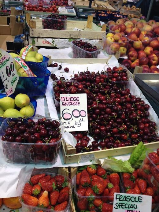 06/05/2014 中央市場、旬の果物が登場_a0136671_053375.jpg