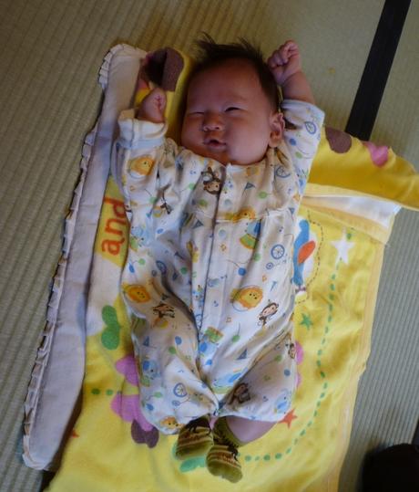 1 ヶ月 赤ちゃん 遊び