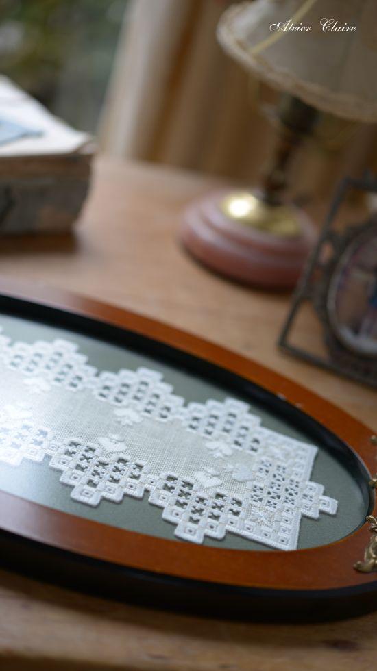 トレイの為のハーダンガー刺繍_a0157409_09473778.jpg