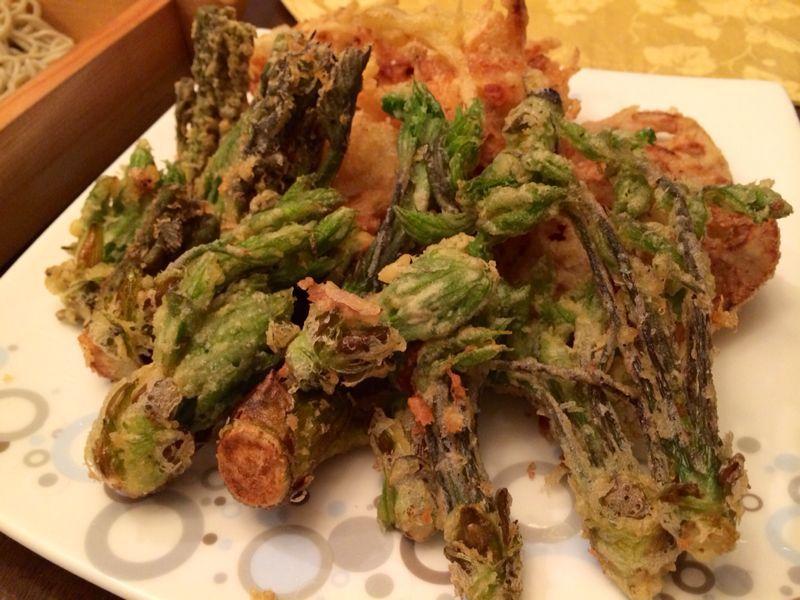 山菜天ぷら & おそば_c0151965_1344774.jpg