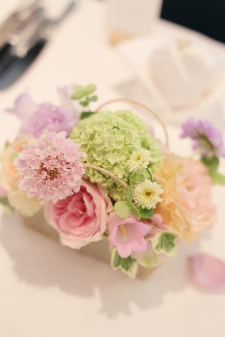 5月の装花 日比谷パレス様へ ライラック色のドレスに_a0042928_2024170.jpg