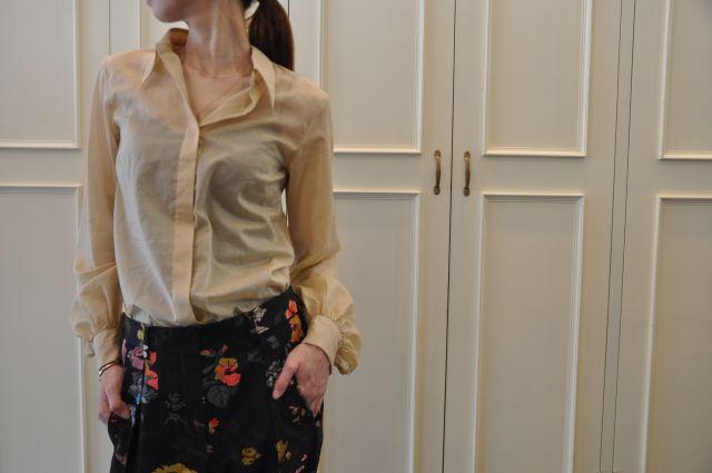 シャンパンゴールドのシャツ DRIES VAN NOTEN._b0110586_19532555.jpg