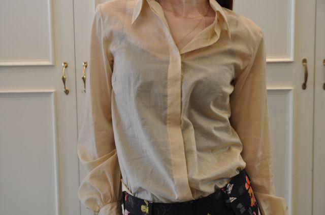 シャンパンゴールドのシャツ DRIES VAN NOTEN._b0110586_19533990.jpg