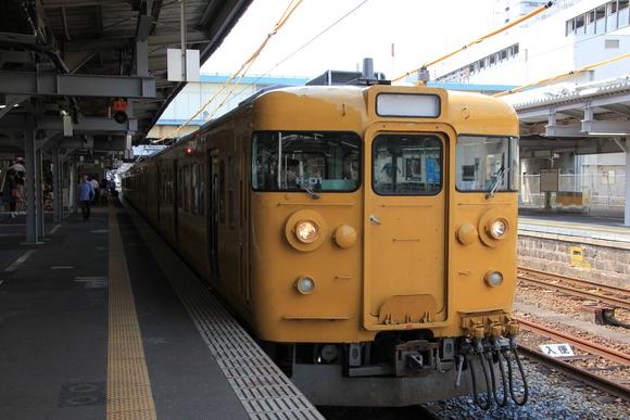帰りは岩国駅から115系_d0202264_12143389.jpg