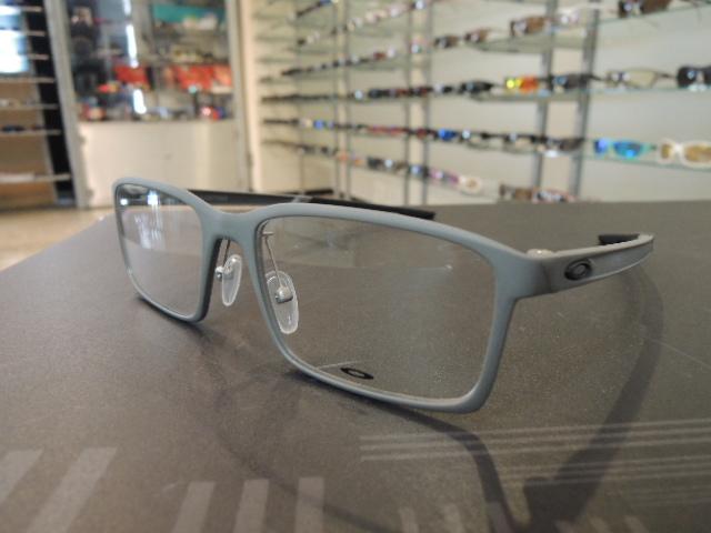 オークリー新作眼鏡フレーム「MILESTONE」_e0304942_1173030.jpg