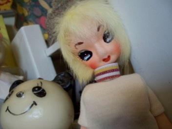 毛がふわふわなポーズ人形@フリマ戦利品_e0183383_15315174.jpg