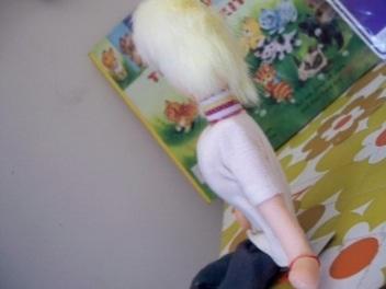 毛がふわふわなポーズ人形@フリマ戦利品_e0183383_15321293.jpg